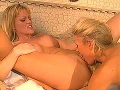 Lesbische Muschich-Blondine